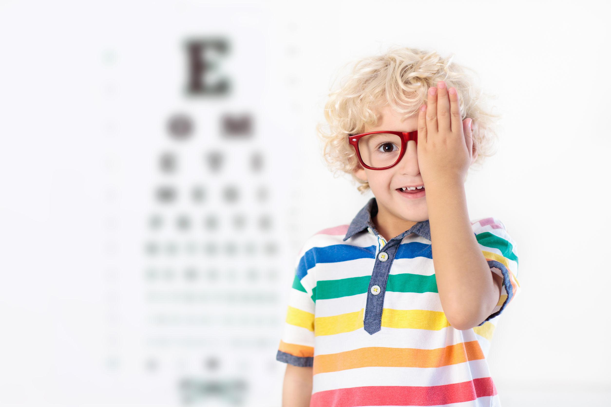 6 sinais de problemas de visão em crianças