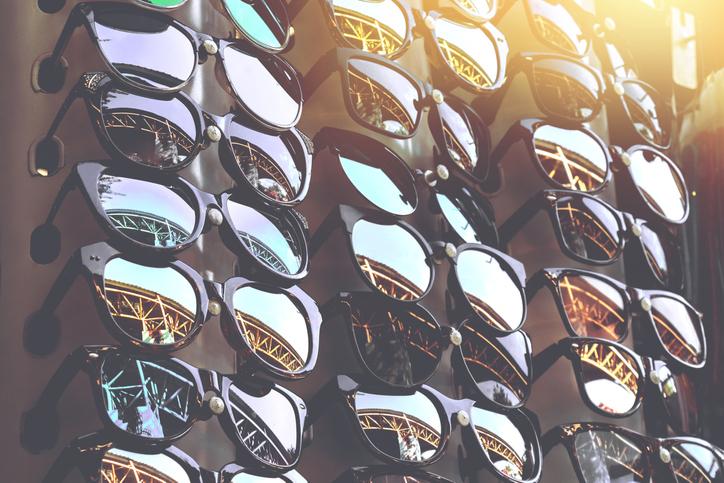 Os perigos do uso de óculos de sol falsificados